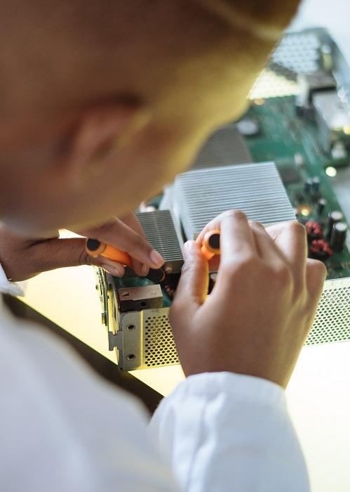 Önnek mi jut eszébe, a megelőző karbantartás kifejezés hallatán? Szorong ha arra gondol, hogy CNC gépek kiesik a termelésből, ezzel értékes időt és pénzt veszítve? Vagy Ön az a típus, aki ügyelve a részletekre, gondoskodik gépek megfelelő állapotáról? Itt van néhány megelőző karbantartási tanács CNC gépei futásának és csúcs-teljesítményének biztosítására, a nem várt gépállások elkerülésére.
